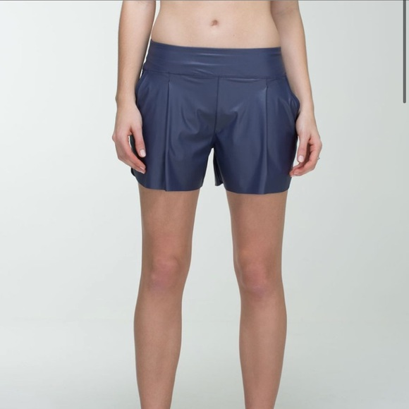 Lululemon Here To There Short Cadet Blue size 4